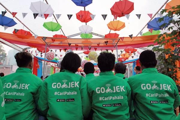Mitra pengemudi Go-Jek menunggu acara konferensi pers program CariPahala di Jakarta, Senin (21/5/2018). - JIBI/Dwi Prasetya