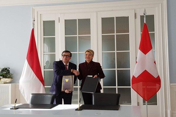 Menteri Hukum dan HAM Yasonna Laoly (kiri) dan Kepala Departemen Peradilan dan Kepolisian Federal Swiss Karin Keller Sutter di Bern, Swiss, Senin (4/2 - 2019) / Dok. Kemenkumham