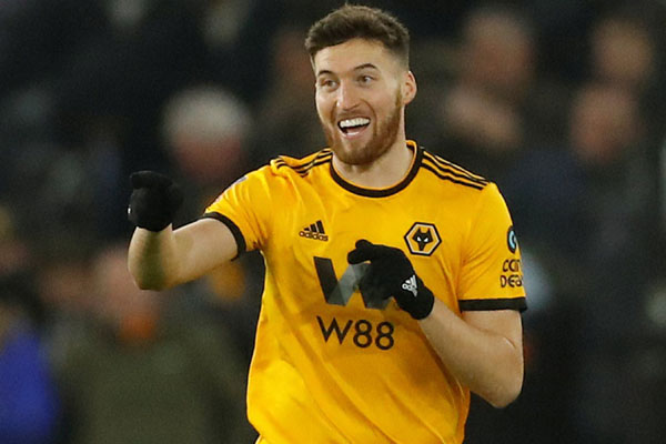 Bek Wolverhampton Wanderers Matt Doherty setelah mencetak gol pertama timnya ke gawang Shrewsbury Town. - Reuters/Andrew Boyers