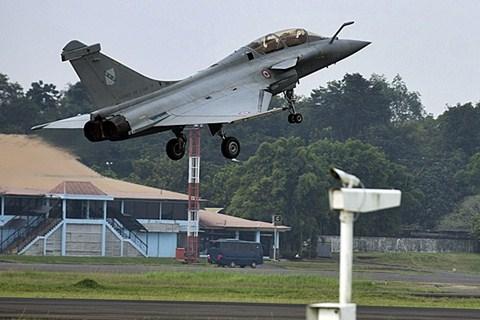 Rafale , salah satu pesawat tempur buatan Dassault Aviation Prancis. Jerman dan Prancis dilaporkan menyepakati kontrak proyek pembuatan pesawat tempur generasi terbaru. - Antara/Widodo S. Jusuf