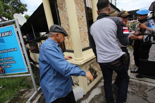 Amien Rais memasuki kompleks Mapolresta Surakarta untuk mendampingi Ketum PA 212 Slamet Maarif yang diperiksa terkait dugaan pelanggaran kampanye, Kamis (7/2/2019). JIBI/Solopos - Nicolous Irawan