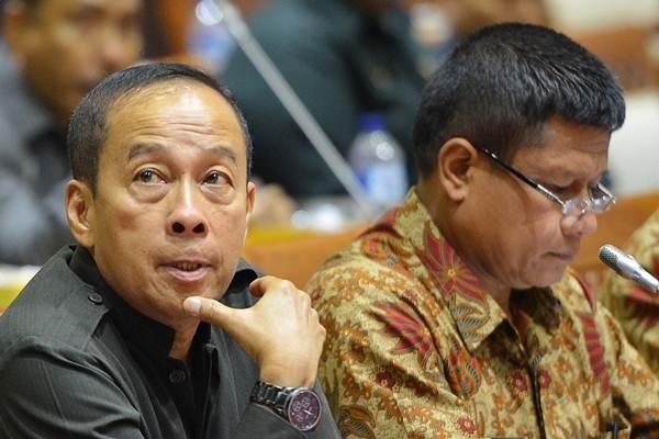 Gubernur Lemhannas Agus Widjojo (kiri) bersama Sesjen Wantannas Nugroho Widyotomo mengikuti rapat dengar pendapat dengan Komisi I DPR di Kompleks Parlemen, Senayan, Jakarta, Rabu (17/1/2018). - ANTARA/Wahyu Putro A