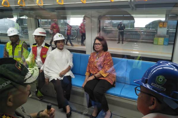 Presiden Joko Widodo mencoba LRT Palembang Jumat (13/7/2018). - Bisnis/Dinda Wulandari