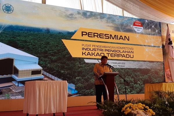 Menteri Perindustrian Airlangga Hartarto meresmikan Pusat Pengembangan Kompetensi Industri Pengolahan Kakao Terpadu (PPKIPKT) di Batang, Jawa Tengah pada Senin (11/02/2019) - Bisnis/Wibi Pangestu Pratama