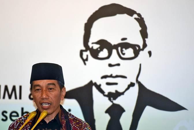 Presiden Joko Widodo memberikan sambutan saat Peringatan 72 tahun Himpunan Mahasiswa Islam (HMI) dan syukuran pengangkatan Lafran Pane sebagai pahlawan nasional di Jakarta, Selasa (5/2/2019). - ANTARA/Akbar Nugroho Gumay