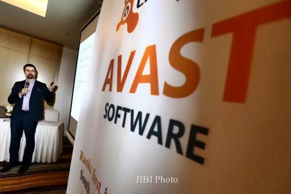 Ondrej Vlcek menjelaskan keunggulan anti virus, di Jakarta, Rabu (3/6). - JIBI/Abdullah Azzam