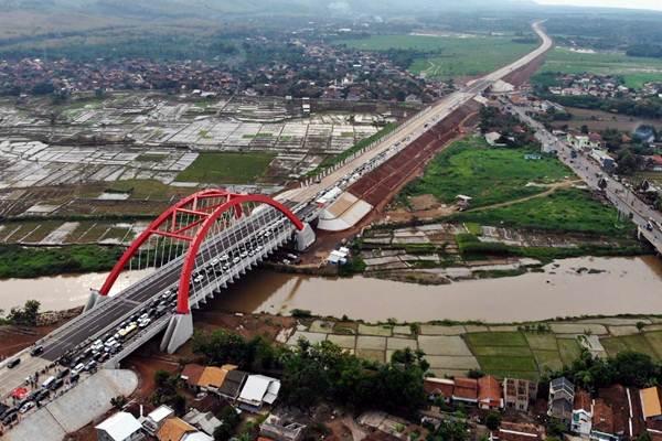 Pemandangan ruas jalan tol Trans Jawa di sekitar Jembatan Kalikuto, Kendal, Jawa Tengah, Kamis (20/12/2018). - Bisnis/Nurul Hidayat