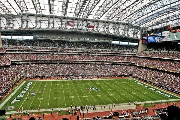NRG Stadium, markas tim footbal Houston Texans - Wikipedia