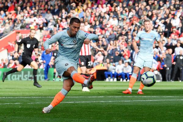 Penyerang Chelsea FC Eden Hazard, penentu kemenangan atas Manchester United di final Piala FA tahun lalu, kini jumpa lawan yang sama di 16 besar. - Reuters/Toby Melville