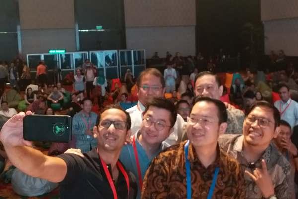 Ilustrasi - Nadiem Makarim dari Go-Jek (dari kiri ke kanan), Menteri Komunikasi dan Informatika Rudiantara, William Tanuwijaya dari Tokopedia, Ferry Unardi dari Traveloka, Kepala BKPM Thomas Lembong, dan Achmad Zaky dari Bukalapak dalam Nexticorn International Summit di Bali, Rabu (9/5/2018) - Bisnis - Demis Rizky Gosta