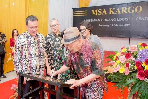 Chairman PT MSA Kargo Monang Sianipar saat meresmikan gudang baru di Semarang