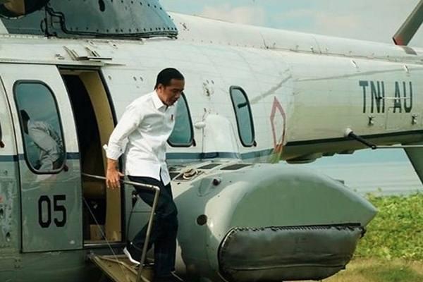 Presiden Joko Widodo naik helikopter dari Bogor menuju Pandeglang, Senin (18/2/2019). - Instagram@jokowi