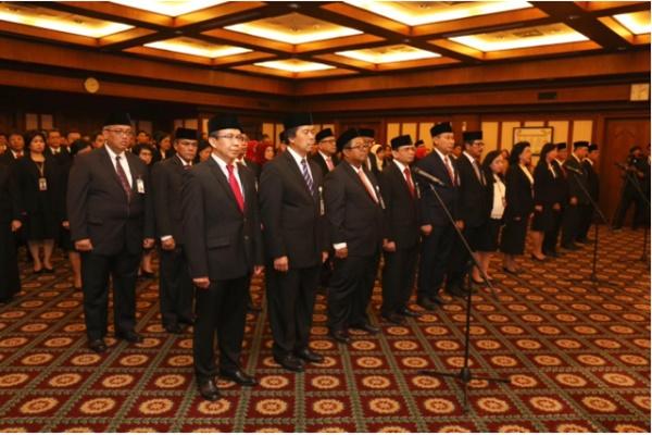 Sebanyak 18 pejabat baru Bank Indonesia dilantik oleh Gubernur BI Perry Warjiyo - BI