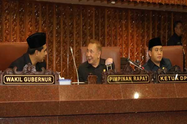 (Dari kiri) Wakil Gubernur Jateng Taj Yasin berbincang dengan Ketua DPRD Jateng Rukma Setyabudi