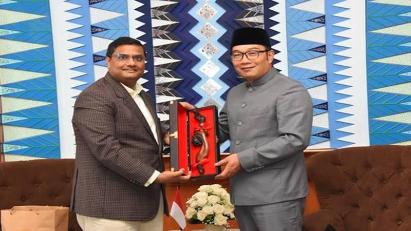 Gubernur Jawa Barat (Jabar) Ridwan Kamil menerima kunjungan kehormatan Duta Besar India untuk Indonesia Prakash Gupta di Gedung Sate, Senin (18/2/2019). JIBI/Bisnis - Wisnu Ridwan