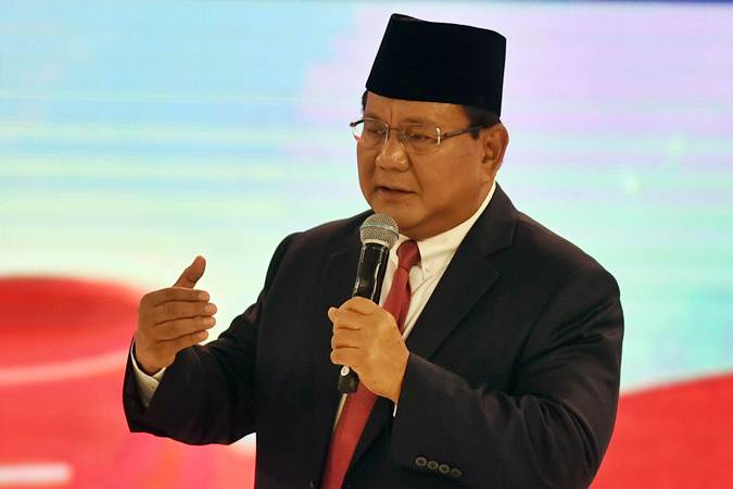 Capres nomor urut 02 Prabowo Subianto menyampaikan pendapatnya saat mengikuti debat capres 2019 putaran kedua di Hotel Sultan, Jakarta, Minggu (17/2/2019). - ANTARA/Akbar Nugroho Gumay