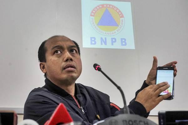 Kepala Pusat Data dan Informasi BNPB Sutopo Purwo Nugroho memberikan pemaparan kepada wartawan terkait Tsunami di Banten dan Lampung DI Yogyakarta, Minggu (23/12/2018). - ANTARA/Andreas Fitri Atmoko