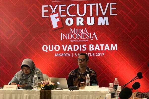 Direktur Pemberitaan Media Indonesia Usman Kansong (kanan) memimpin Diskusi Fokus mengenai Batam di Jakarta, Selasa (08/8) - Bisnis
