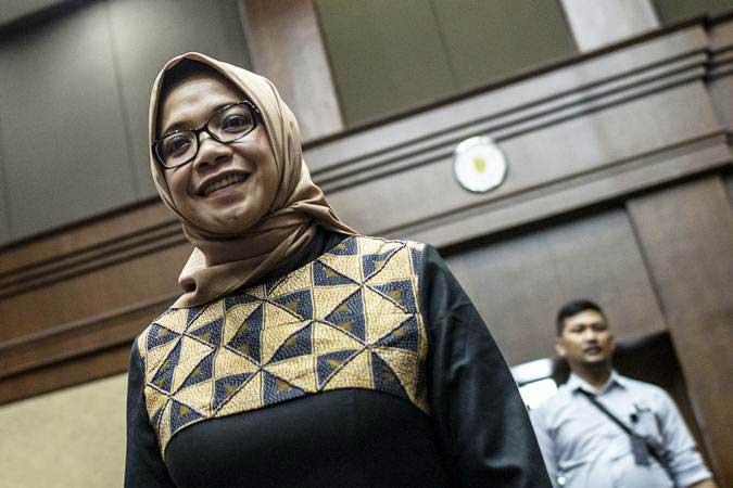 Terdakwa kasus suap PLTU Riau-1 Eni Maulani Saragih saat bersiap mengikuti sidang tuntutan, di Pengadilan Tipikor, Jakarta, Rabu (6/2/2019). - ANTARA/Aprillio Akbar