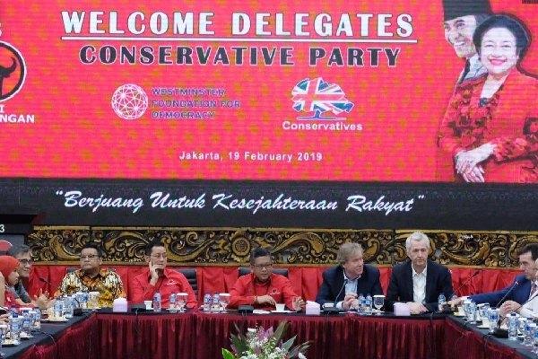 Sekjen PDIP Hasto Kristiyanto memimpin sambutan DPP PDIP memerima delegasi Partai Konservatif Inggris, Selasa (19/2/2019) - Doc Humas