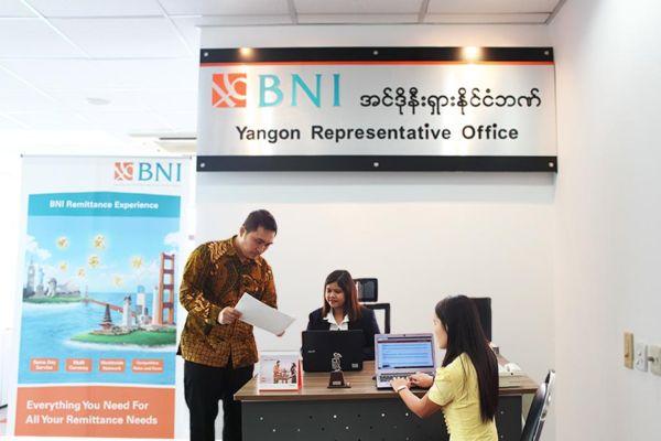 Suasana di Kantor Cabang Luar Negeri PT Bank Negara Indonesia (Persero) Tbk. di Myanmar. BNI terlibat dalam pembangunan rel kereta api milik Myanmar Railways (MR) di Yangon. (Bisnis)