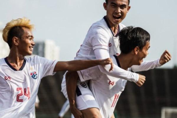 Para pemain Thailand merayakan gol ke gawang Filipina di Piala AFF U-22. - AseanFootball.org