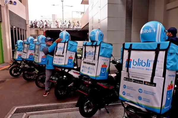 Karyawan Blibli.com siap mengantarkan barang ke pelanggan, di sela-sela peluncuran BlibliMART, di Jakarta, Senin (9/4/2018). - JIBI/Nurul Hidayat