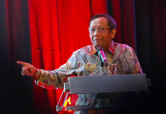 Anggota Dewan Pengarah Badan Pembina Ideologi Pancasila Mohammad Mahfud MD memberikan sambutan saat diskusi kebangsaan Indonesia Emas 2045, di Jakarta, Rabu (13/2/2019). - Bisnis/Abdullah Azzam