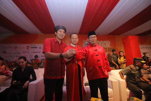 Politisi PDIP Maruarar Sirait (kiri), Wali Kota Bogor Arya Bima, Gubernur Jawa Barat Ridwan Kamil (Kanan). - Dok. Pemprobv Jabar