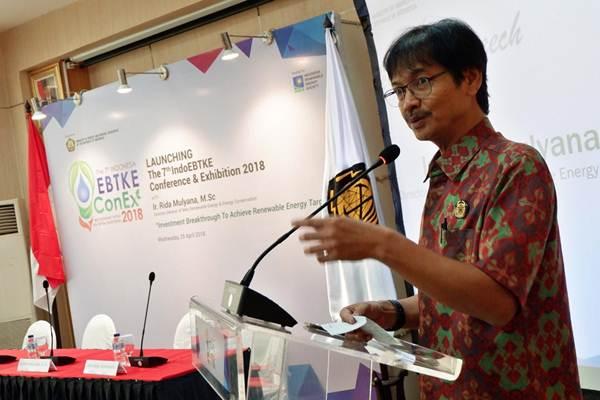 Direktur Jenderal Energi Baru Terbarukan dan Konservasi Energi Kementerian ESDM Rida Mulyana memberikan penjelasan pada jumpa pers Indonesia EBTKE Connex 2018 di Jakarta, Rabu (25/4/2018). - JIBI/Nurul Hidayat