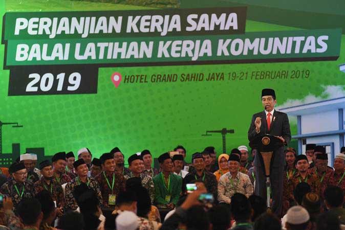 Presiden Joko Widodo memberikan pidato dalam acara penandatangan perjanjian kerja sama Balai Latihan Kerja (BLK) Komunitas 2019 di Jakarta, Rabu (20/2/2019). - ANTARA/Akbar Nugroho Gumay