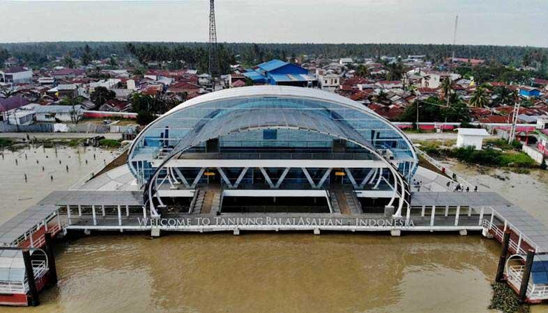 Foto aerial Terminal Penumpang Teluk Nibung, Pelabuhan Tanjung Balai Asahan, di Tanjungbalai, Sumatra Utara, Selasa (19/2/2019). - Bisnis/Nurul Hidayat