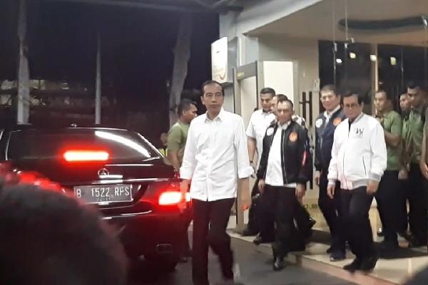 Jokowi selepas menghadiri acara pelatihan saksi TKN Jokowi-Ma'ruf di El Royal Hotel, Jakarta Utara, Rabu (20/2/2019) - Bisnis/Aziz R