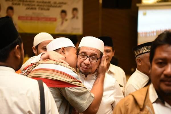 Ketua Majelis Syuro Partai Keadilan Sejahtera (PKS) Habib DR.Salim Segaf Al-Jufri (pakai kaca mata) saat disambut oleh tokoh masyarakat Probolinggo, Rabu (20/02/2019) - ist