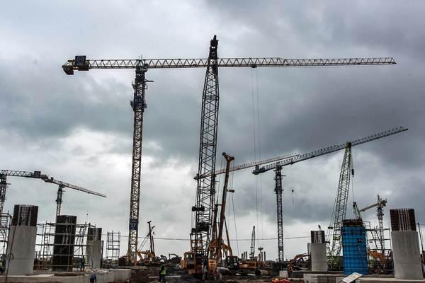 Alat berat dioperasikan untuk pembangunan konstruksi - ANTARA/Andreas Fitri Atmoko
