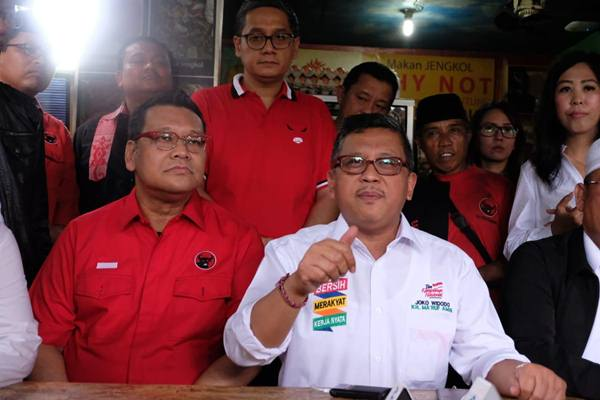 Sekjen PDIP Hasto Kristiyanto (berkemeja putih) - Dok. PDIP