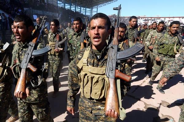 Pasukan Demokrat Suriah (SDF) merayakan ulang tahun pertama pembebasan provinsi Raqqa dari ISIS, di Raqqa - Reuters