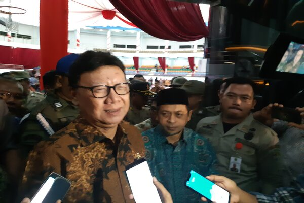 Menteri Dalam Negeri Tjahjo Kumolo dan Wagub Kaltim Hadi Mulyadi. - Bisnis/Gloria F.K.