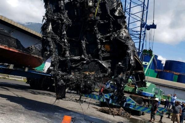 Evakuasi Bangkai 5 Unit Kapal Patroli yang Terbakar di Bitung - istimewa