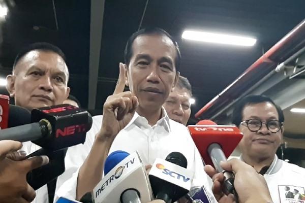 Presiden Joko Widodo menjawab pertanyaan wartawan terkait tudingan Sudirman Said pertemuan rahasia dengan petinggi Freeport. - Bisnis/Aziz Rahardian