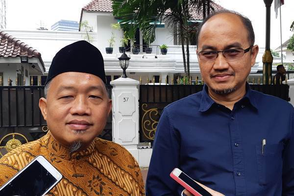 Ketua DPD PKS DKI Jakarta A.Suhaimi (kiri) dan Agung Yulianto (kanan), dua dari 3 kader PKS yang diajukan sebagai Cawagub DKI - Bisnis/Feni Freycinetia