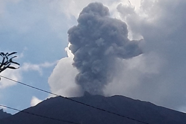 Gunung Agung di Kabupaten Karangasem Bali mengalami erupsi dua kali pada Jumat (22/2/2019) - Istimewa