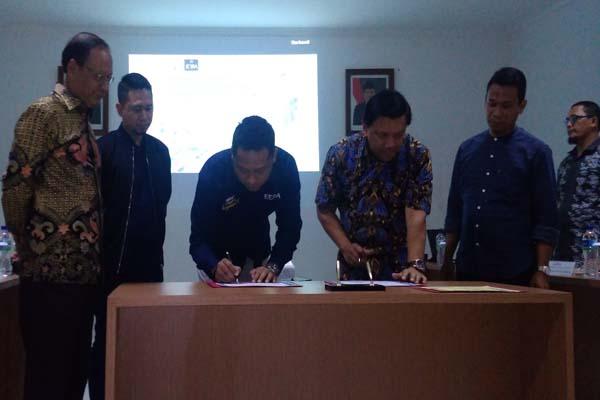 Penandatanganan Oleh Tonny Partono selaku Co-founder and Strategic Program Development Jeera Foundation dan Rudi Harjito - Direktur Komersil PTPN IX - Alif Rizki
