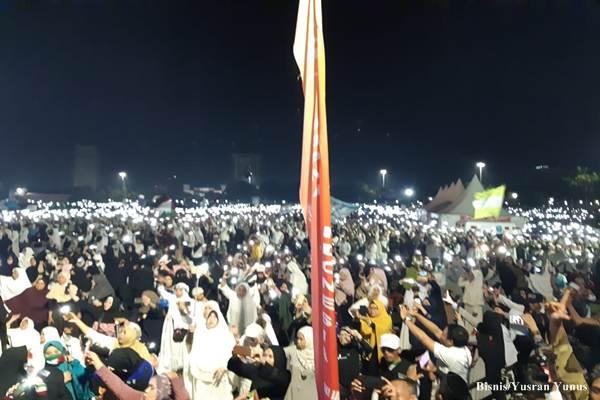 Suasana berlangsungnya acara Malam Munajat 212 yang berjalan sukses, aman dan tertib di Lapangan Monas pada Kamis malam (21/2/2019)/Bisnis - Yusran Yunus