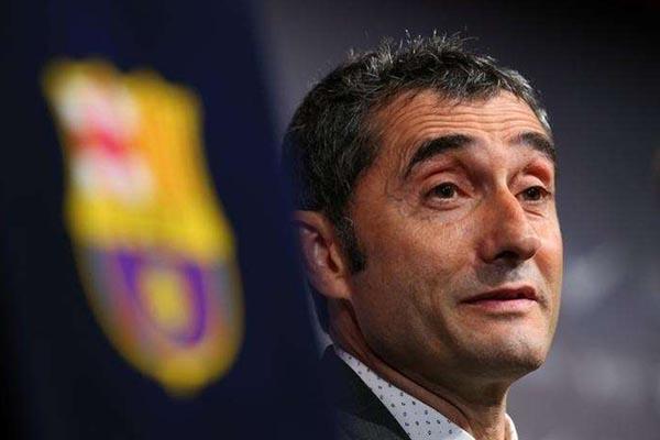 Pelatih FC Barcelona Ernesto Valverde - Reuters/Albert Gea