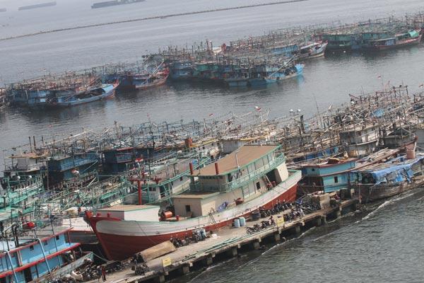 Sejumlah kapal nelayan bersandar di Pelabuhan Muara Angke, Jakarta. - Bisnis.com