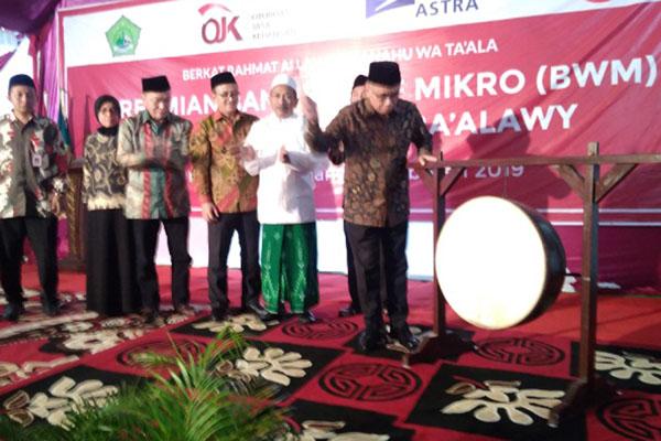 Ketua Dewan Komisioner OJK Wimboh Santoso usai meresmikan Bank Wakaf Mikro di Semarang. - Bisnis/Alif Nazzala Rizqi
