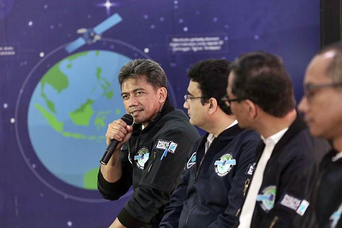 Direktur Jaringan PT Pasifik Satelit Nusantara (PSN) Heru Dwikartono (kiri) memberikan paparan dalam konferensi pers peluncuran Satelit Nusantara Satu, di Jakarta, Jumat (22/2/2019). - Bisnis/Felix Jody Kinarwan