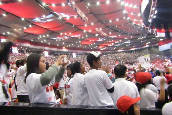 Para pendukung Calon presiden dan calon wakil presiden nomor urut 01 Joko Widodo-Ma'ruf Amin memenuhi gedung International Convention Center, Sentul, Bogor, Jawa Barat, Minggu (24/2/2019) - Antara/Joko Susilo