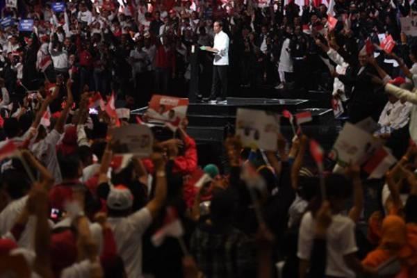 Capres nomor urut 01 Joko Widodo menyampaikan pidato pada acara Konvensi Rakyat di Sentul, Bogor, Jawa Barat, Minggu (24/2/2019). Jokowi menyatakan pemerintah telah bekerja keras untuk rakyat. - ANTARA/Akbar Nugroho Gumay